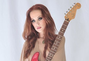 Guitarist Diana Rein 2020